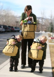 kids_helping_carry_bags